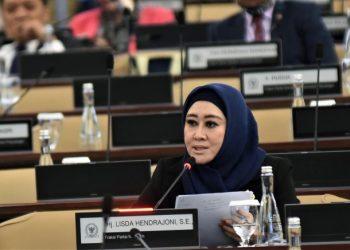 Anggota Komisi VIII DPR RI Lisda Hendrajoni saat interupsi dalam Sidang Paripurna di Gedung DPR RI, Senayan, Jakarta, Kamis (16/7/2020).