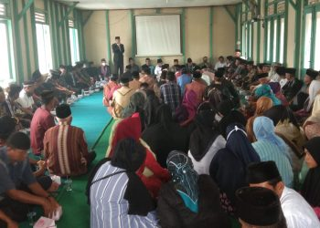 Rajo Adat Pelangai, Marwan Tuanku Sutan Pariaman memberi sambutan saat kedatangan Tim Ahli Konsolidasi Kelembagaan Adat Sumatera Barat. IST