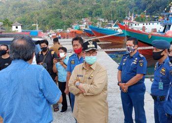 Wakil Gubernur Sumatera Barat, Nasrul Abit, bersama Deputi Kemenkomaritim, Ridwan Jamaluddin, meninjau lokasi Marina Center Senin (3/8/2020), di Padang. HUMAS
